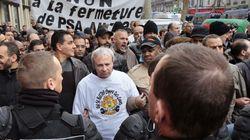 Des salariés de PSA envahissent le Medef, plusieurs