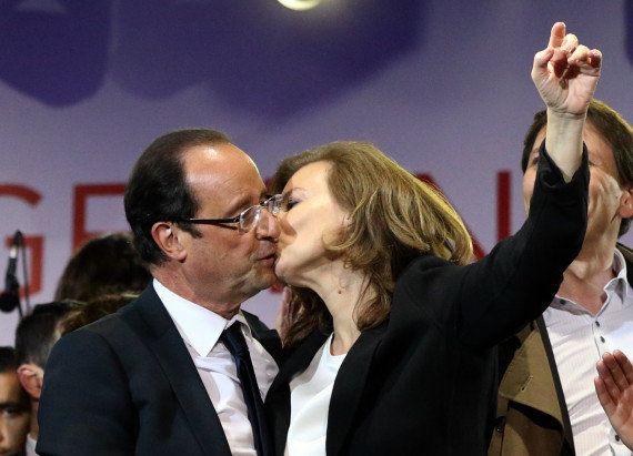 PHOTOS. Le baiser de Valérie Trierweiler à François Hollande lors de son interview sur France