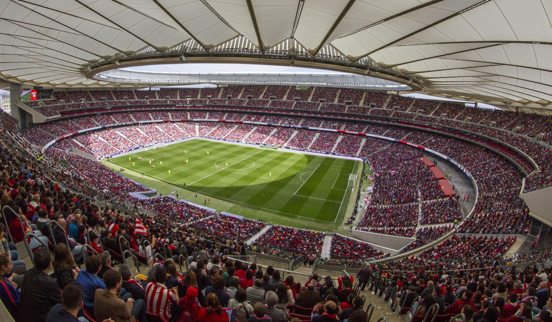 Los retos del fútbol femenino: cuando llenas un estadio pero la precariedad sigue