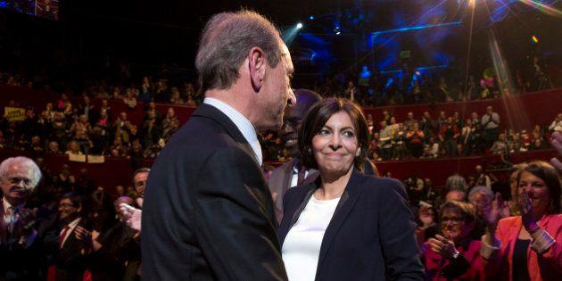 Meeting d'Hidalgo: passation de pouvoir avec Delanoë à 10 jours du premier tour des