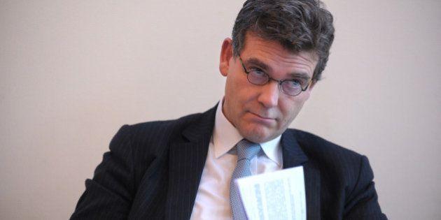 Vente SFR: Montebourg a-t-il commis un délit financier en annonçant la préférence de Vivendi