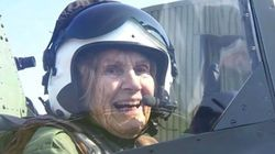 À 92 ans, elle remonte dans l'avion qu'elle pilotait en