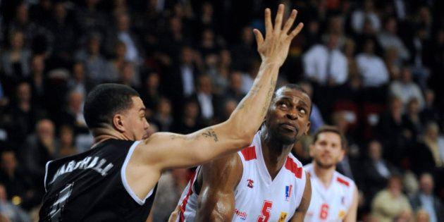 Akin Akingbala, le basketteur de Rouen (ProA) licencié pour avoir retweeté un message sur l'attentat...
