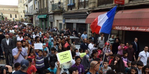 Robert Ménard: des centaines de manifestants à Béziers pour protester contre les propos du