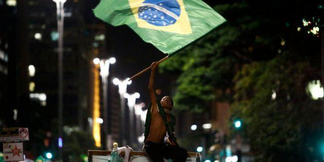 Les Brésiliens dans la rue après la diffusion d'une écoute téléphonique embarrassante pour Dilma Rousseff...
