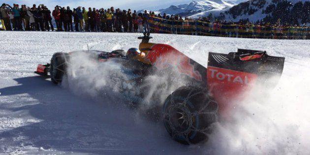 Max Verstappen conduit sa F1 sur des pistes de ski (avec des chaînes bien