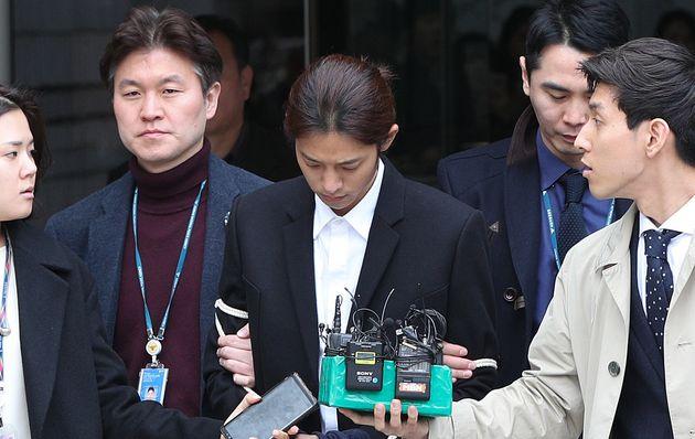 정준영이 불법촬영물 유포 혐의로 21일