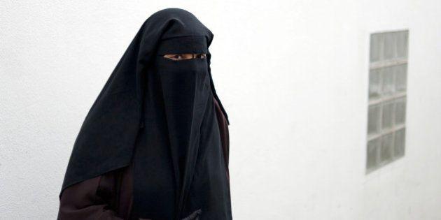 La femme au niqab de Trappes condamnée à un mois de prison avec