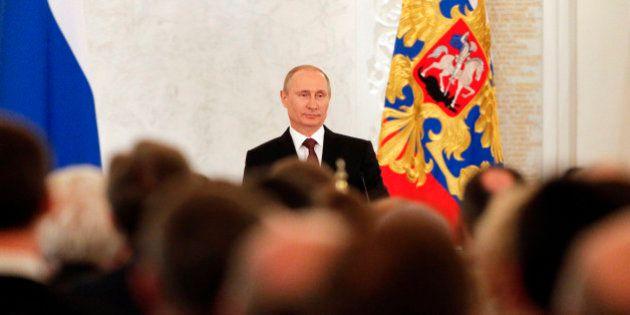 Vladimir Poutine signe le rattachement de la Crimée à la
