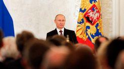 Poutine signe le rattachement de la Crimée à la