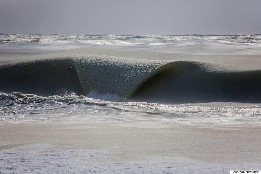 PHOTOS. Des vagues (presque) gelées impressionnantes aux