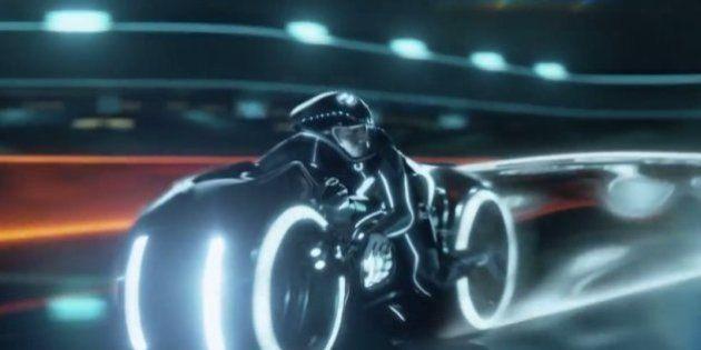 PHOTOS. Une moto imitant les Light Cycles de Tron vendue pour 77.000
