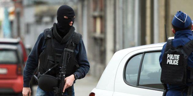 EN DIRECT. Une opération en cours à Molenbeek, la traque d'Abdeslam