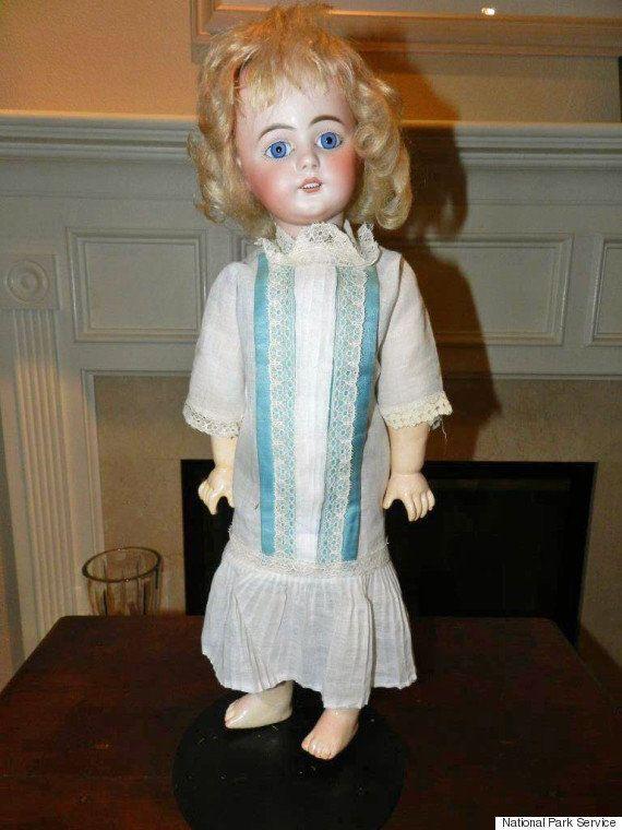 Cette poupée parlante des années 1890 va vous faire froid dans le