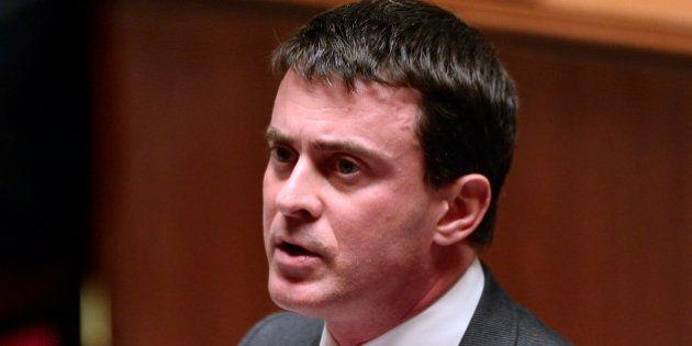 Dieudonné : Valls critiqué après la vraie-fausse suspension de l'interdiction du spectacle