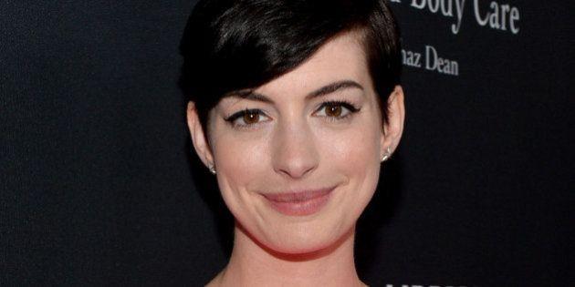 Anne Hathaway manque de se noyer et se blesse au
