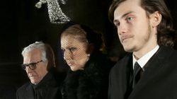 Céline Dion avec la foule devant la dépouille de René