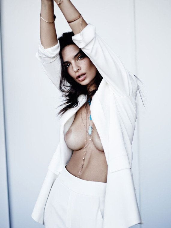 PHOTOS. Emily Ratajkowski seins nus pour vendre des