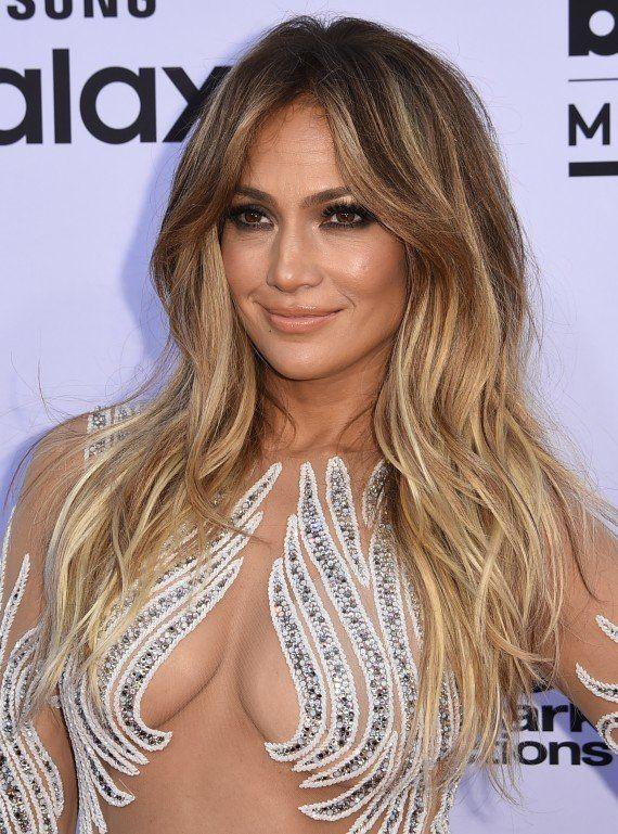 PHOTOS. Jennifer Lopez et sa robe qui dévoile tout aux Billboard Awards