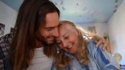 Pour aider sa mère à trouver l'amour, il la filme pendant un an à son