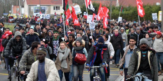 À Calais, 2000 personnes manifestent pour soutenir les