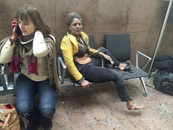Qui sont Nidhi Chaphekar et Stefanie De Loof, les deux femmes sur la photo choc de l'attentat à l'aéroport...