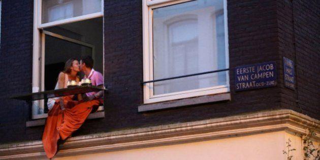 PHOTOS. Ignacio Lehmann photographie des baisers dans les rues du monde