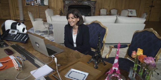Travail du dimanche: Anne Hidalgo fait campagne contre le projet de loi Macron en