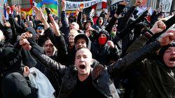 Cagoules noires et chants racistes, les images des hooligans à