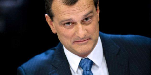 Louis Aliot, vice-président du FN, insulte une journaliste dans un SMS qu'il lui envoie par