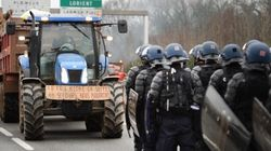 Les agriculteurs bloquent les routes, mercredi noir dans