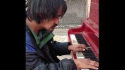 Ce SDF qui jouait du piano dans la rue a trouvé un
