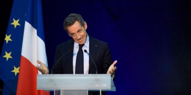 Nicolas Sarkozy installe une crèche dans le hall de l'UMP en plein débat sur la