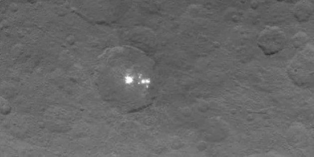 Cette photo est la plus nette des mystérieux points lumineux de la planète naine Cérès (mais ne lève...