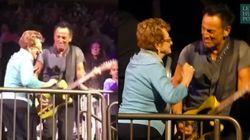 En plein concert, Springsteen danse avec sa maman de 90