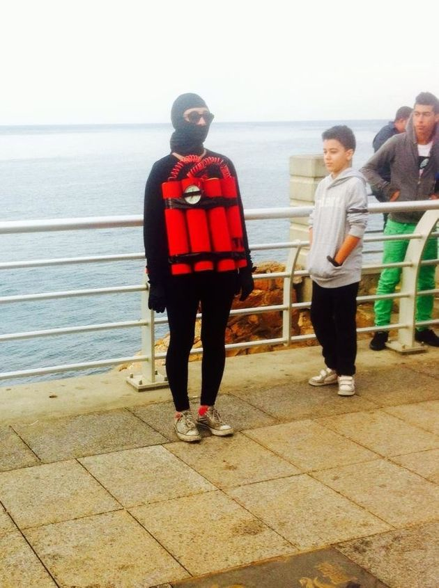 VIDÉO. Liban: une artiste déguisée en bombe humaine se promène dans