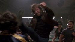 La gravité défie Chuck Norris dans cette compilation de ses meilleurs coups de