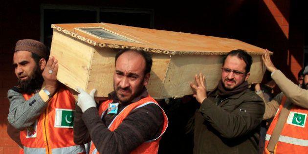 Pakistan: les talibans afghans condamnent l'attaque de Peshawar dans une école d'enfants de