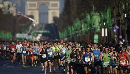 Courses, accessoires... le business du running avance à marche