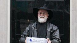 Décès de Terry Pratchett, portraitiste loufoque de notre