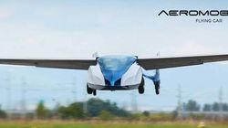 Une voiture volante déploie ses ailes en