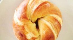 PHOTOS. Croissant + Bagel =