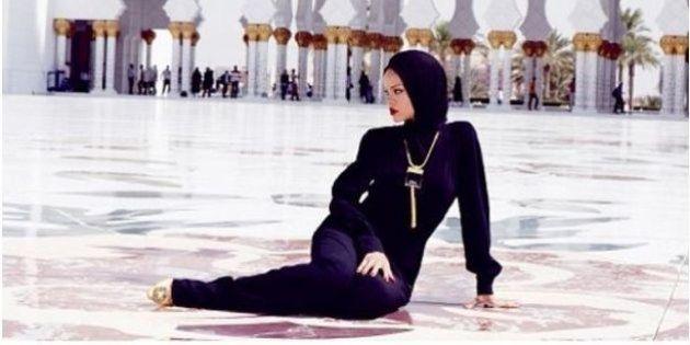 PHOTOS. Rihanna prend la pose dans une mosquée, les responsables lui demandent de