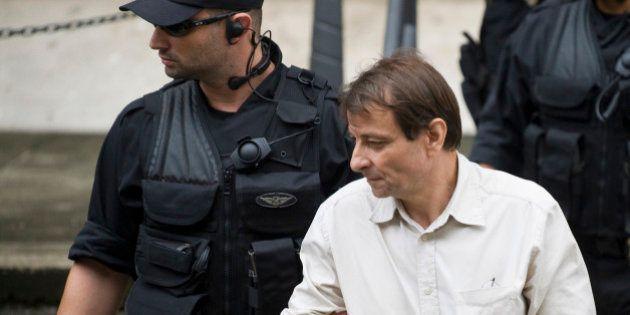 L'écrivain italien Cesare Battisti arrêté puis libéré dans l'attente d'une décision sur son expulsion...