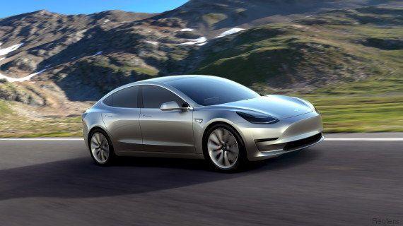 PHOTOS. Tesla dévoile sa future Model 3, déjà commandée à 115.000