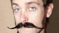 Un mois de pousse de moustache contre le