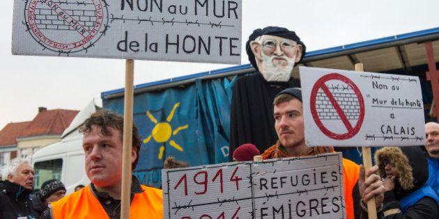 Guy Bedos en tête du cortège pour soutenir les migrants de Calais contre