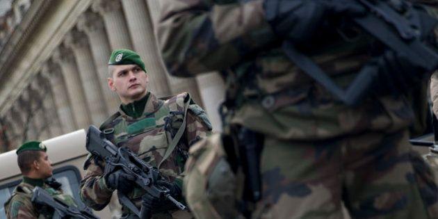 Deux militaires agressés en marge de la manifestation contre l'état d'urgence à