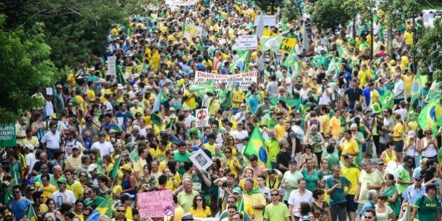 Brésil: un million de manifestants dans les rues de Sao Paulo contre Dilma