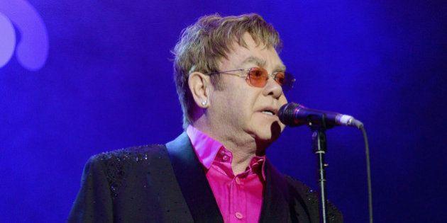 Elton John appelle à boycotter Dolce & Gabbana pour défendre les enfants conçus in